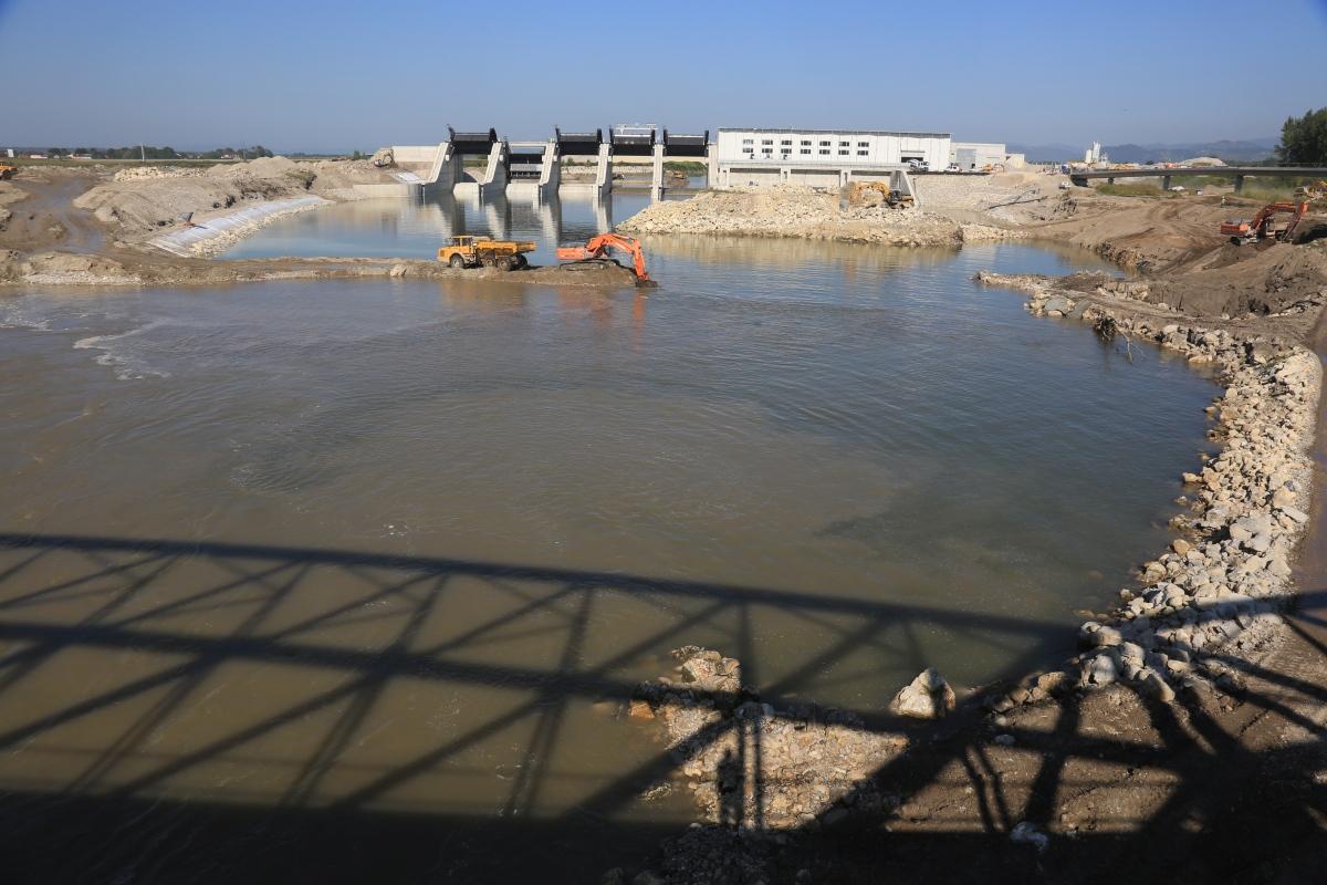 hpp brežice u2013 the sava routed onto spillways