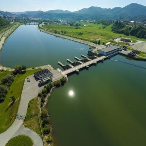 Pretočne akumulacije ugodno vplivajo na uravnavanje temperature vode reke Save