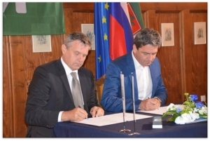 Contract for the dam stru...